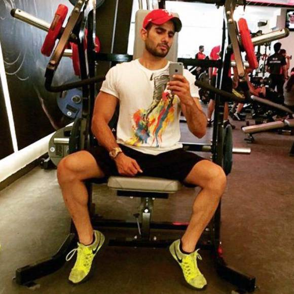 Shaheer-Sheikh-Gym-Moments