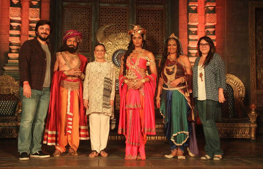 Goldie Behl, Joy Sen Gupta, Tanuja Mukerji, Karthika Nair, Devsena Hannssa Singh, Srishti Arya