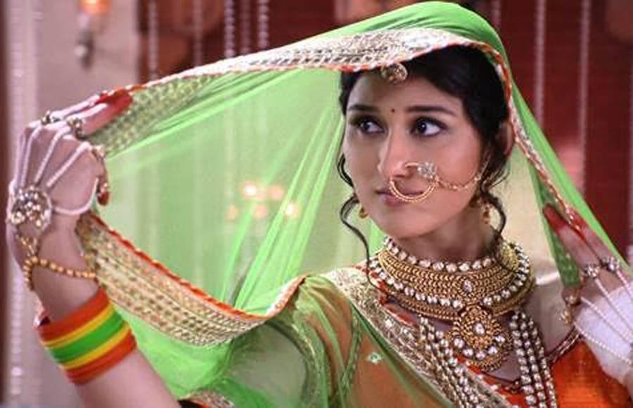 Naren-Pooja's 'Radha-Krishna' act in Piyaa Albela