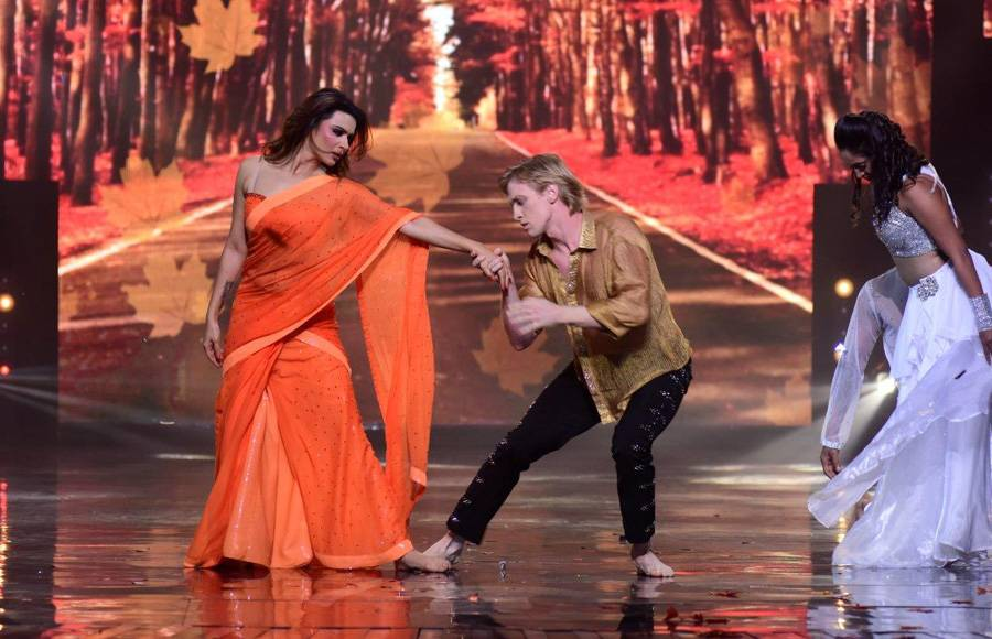 Bharti Singh - Harsh as Salman and Sonakshi on the sets of a Nach Baliye