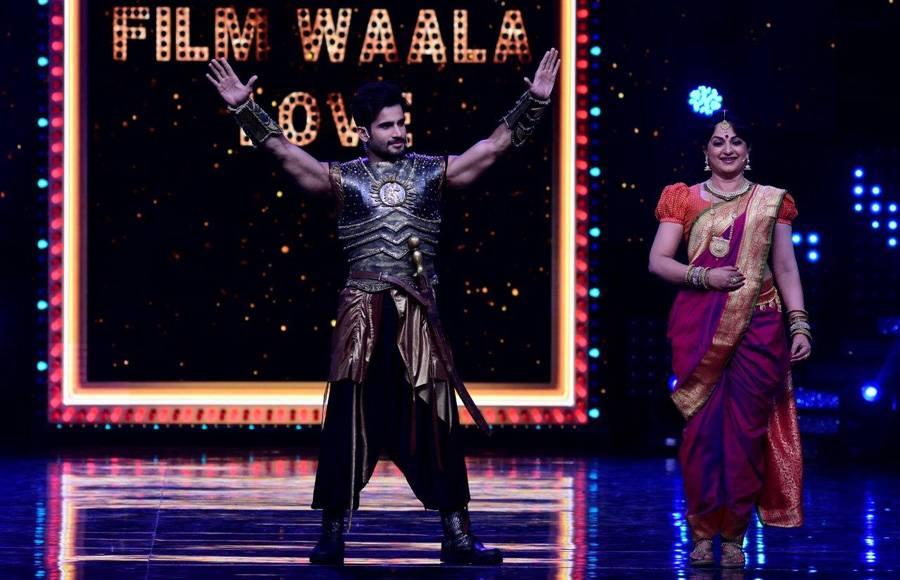 Hosts - Karan Tacker & Upasana Singh as Bahubali on the sets of Nach Baliye