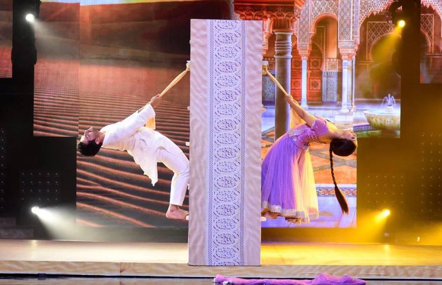 Shoaib - Dipika perform as Salman and Aishwarya on the sets of Nach Baliye