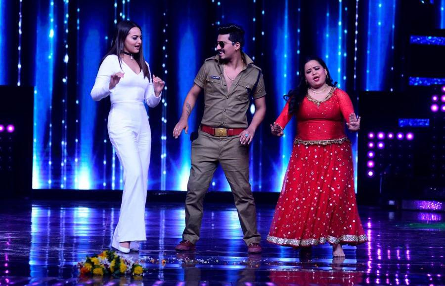 Sonakshi Sinha shaked a leg with Bharti Singh and Harsh on the sets of Nach Baliye