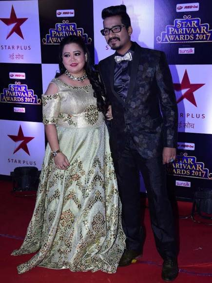 Ekta Kapoor & Jitendra Kapoor pre ... Award at STAR Parivaar Awards