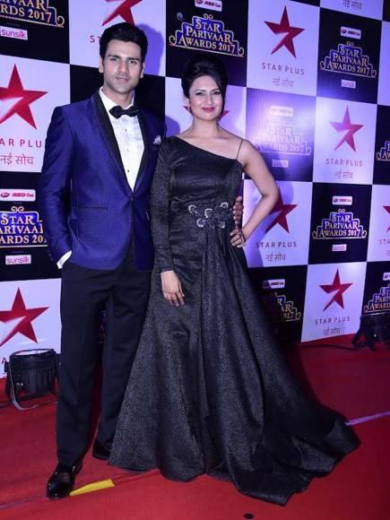 Divyanka Tripathi & Surbhi Chandna's entry at STAR Parivaar Awards