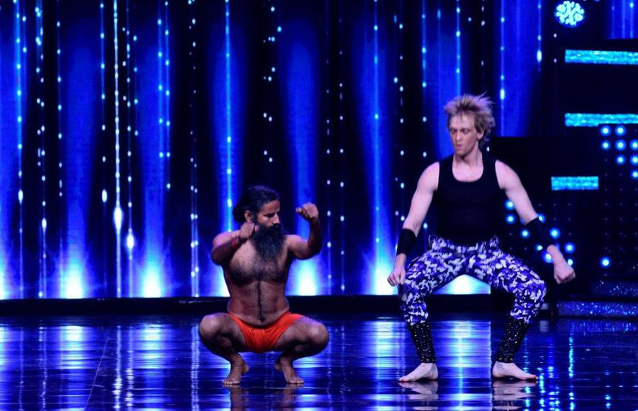 Baba Ramdev teaches Yoga to Judges on the sets of Nach Baliye 8