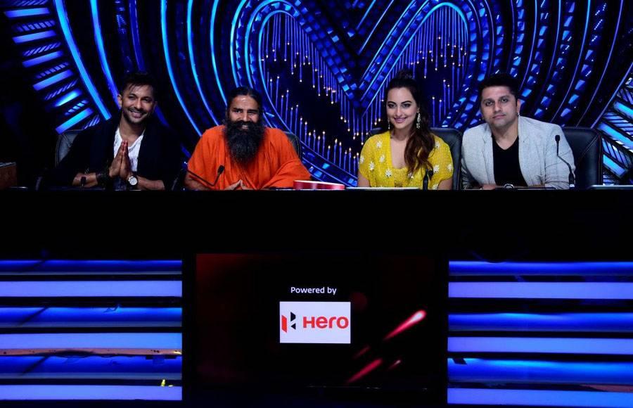 Baba Ramdev with Judges - Terence Lewis, Sonakshi Sinha & Mohit Suri