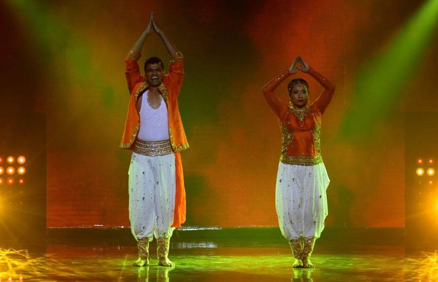 Wild Card contestants - Monalisa & Vikrant on the sets of Nach Baliye 8