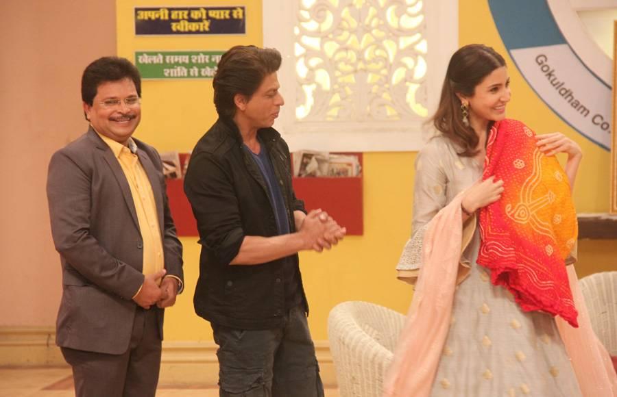 SRK-Anushka celebrate Taarak Mehta's 9th anniversary