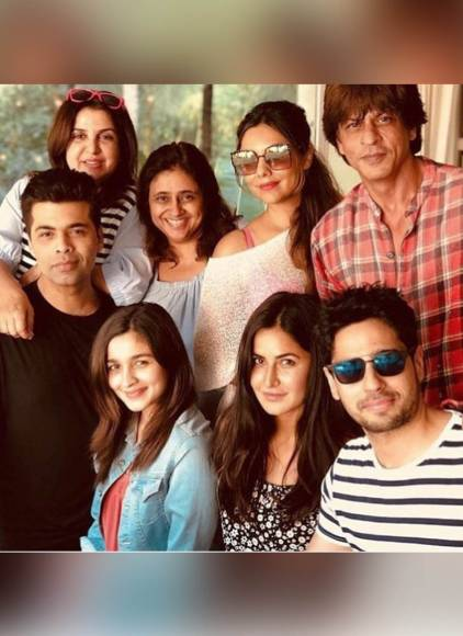 Bollywood parties with SRK as he turns 52