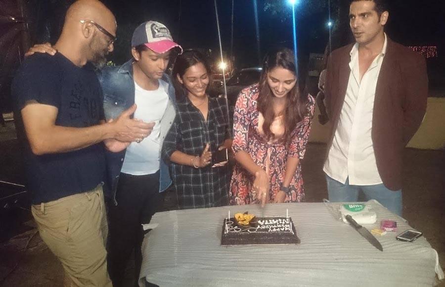 Zayed and Vatsal celebrates Nikita's birthday on the sets of Haasil
