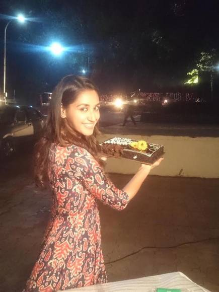 Zayed and Vatsal celebrates Nikita's birthday on the sets of Haasil