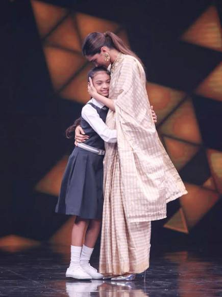 Dimpled Deepika graces Sony TV's Super Dancer