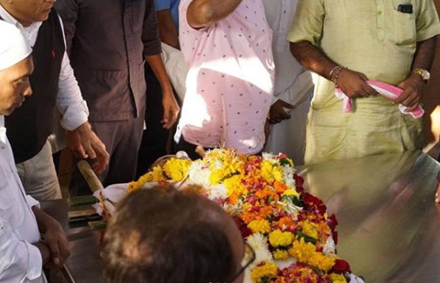 B'Town pays last respects to Neeraj Vora