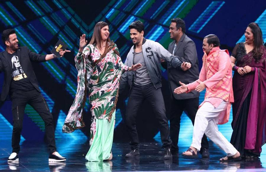 Siddharth Malhotra and Manoj Bajpai grace Sony TV's Super Dancer