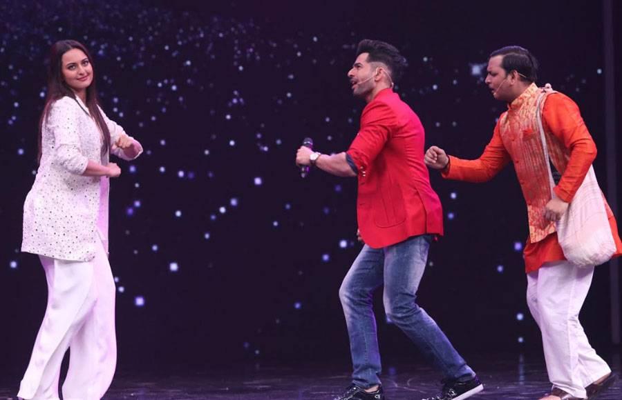 Dabangg girl Sonakshi Sinha graces Super Dancer