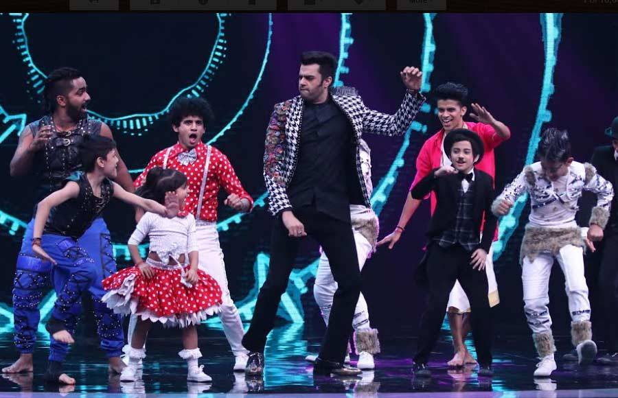 Tiger and Disha attend Super Dancer Chapter 2 with Manish Paul
