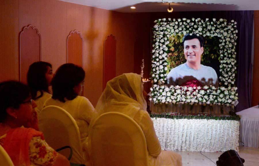 Celebs attend Narendra Jha's prayer meet