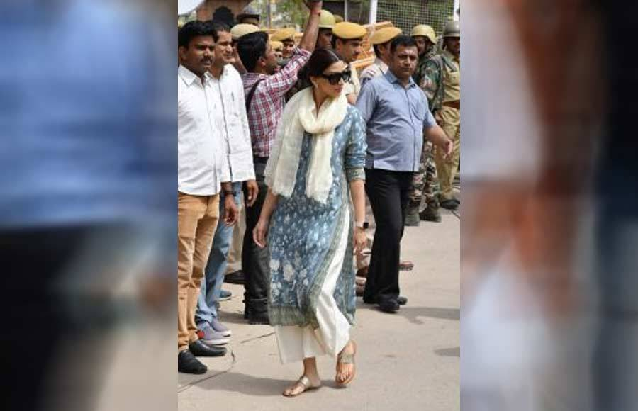Salman, Saif, Tabu & others snapped at Jodhpur court