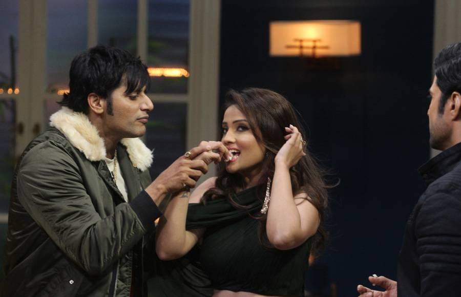 Adaa Khan celebrates birthday on the sets of JuzzBaatt