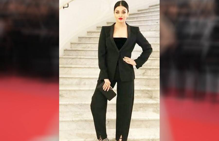 Aishwarya Rai Bachchan sets the temperature soaring higher at the Red Carpet of Cannes 2018