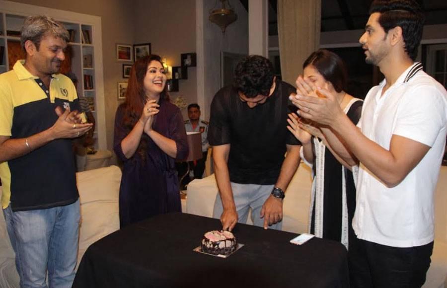Drashti & shakti welcome newly married Abhinav on the sets of Colors' Silsila