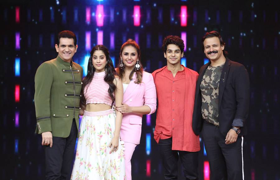 Omung Kumar, Huma Qureshi, Janhvi Kapoor, Ishan Khatta and Vivek Oberoi on the sets of India's Best Dramebaaz