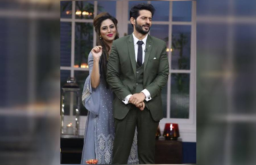 Arshi Khan surprises Hiten Tejwani on the sets of JuzzBaatt