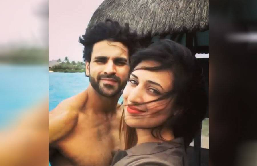 Vivek romancing his wife Divyanka in Maldives