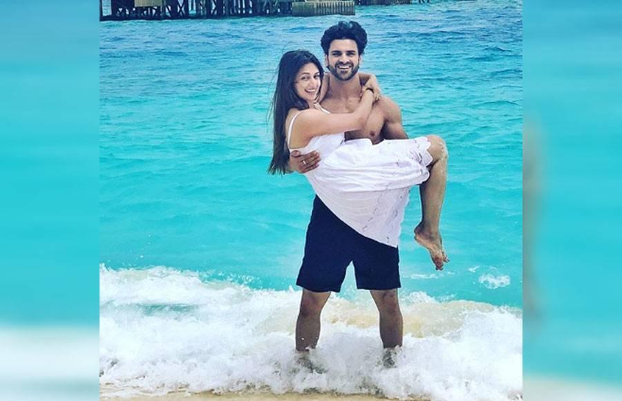 Vivek romancing his wife Divyanka in Maldives