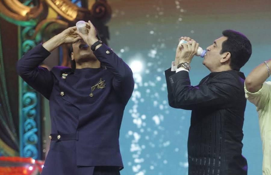 Vivek Oberoi and Omung Kumar get high on milk