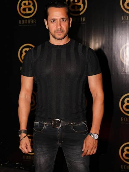 Bigg Boss contestants and other actors come to party!