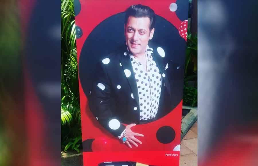 Salman Khan launches Bigg Boss 12; Bharti pays a visit!