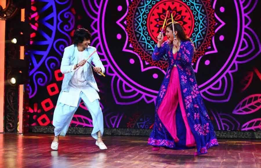 Shantanu and Huma groove to the beats of Navratri