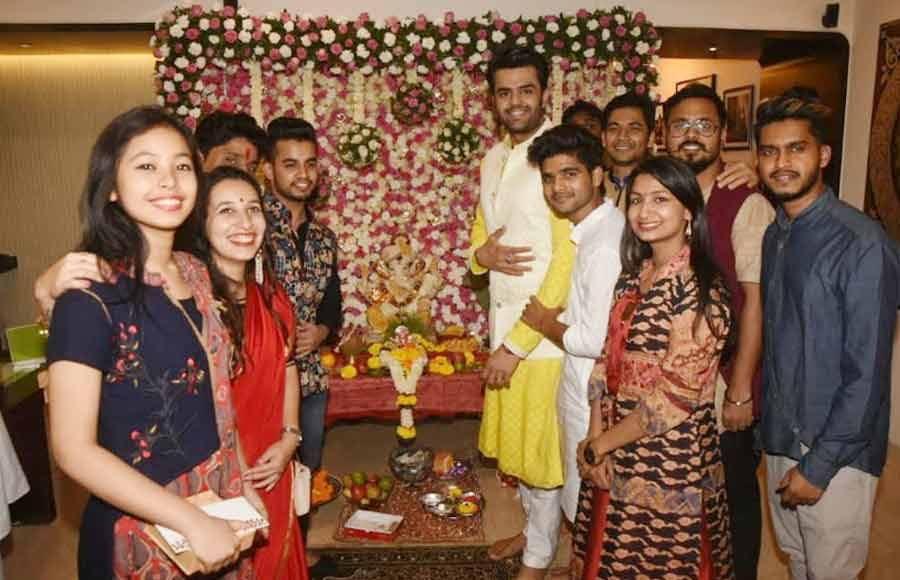 Indian Idol contestants celebrate Ganesh Chaturthi with Maniesh Paul