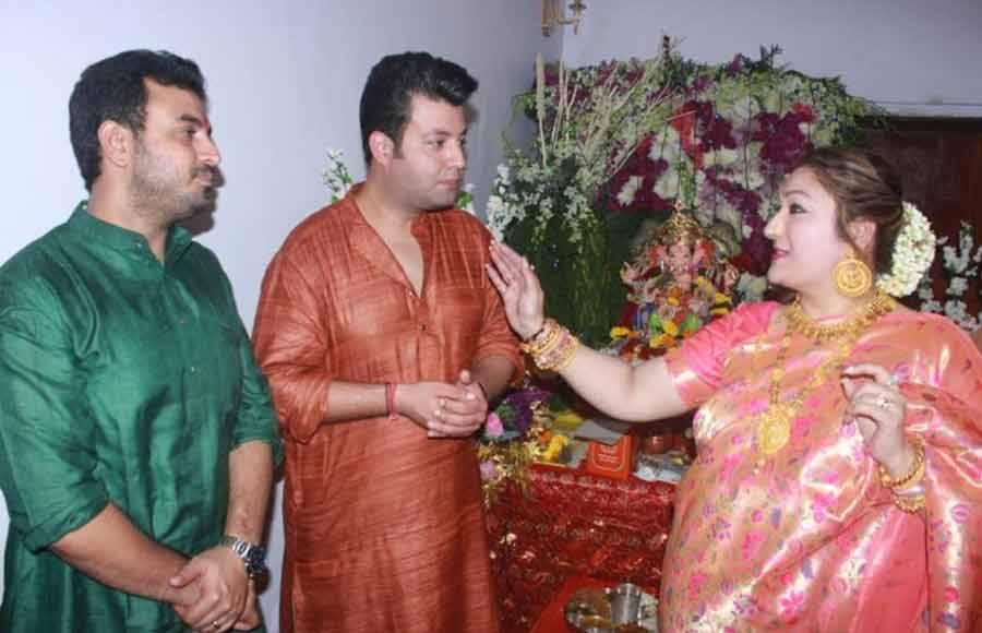 Varun and Abhishek join Govinda for his Ganesh Chaturthi celebrations