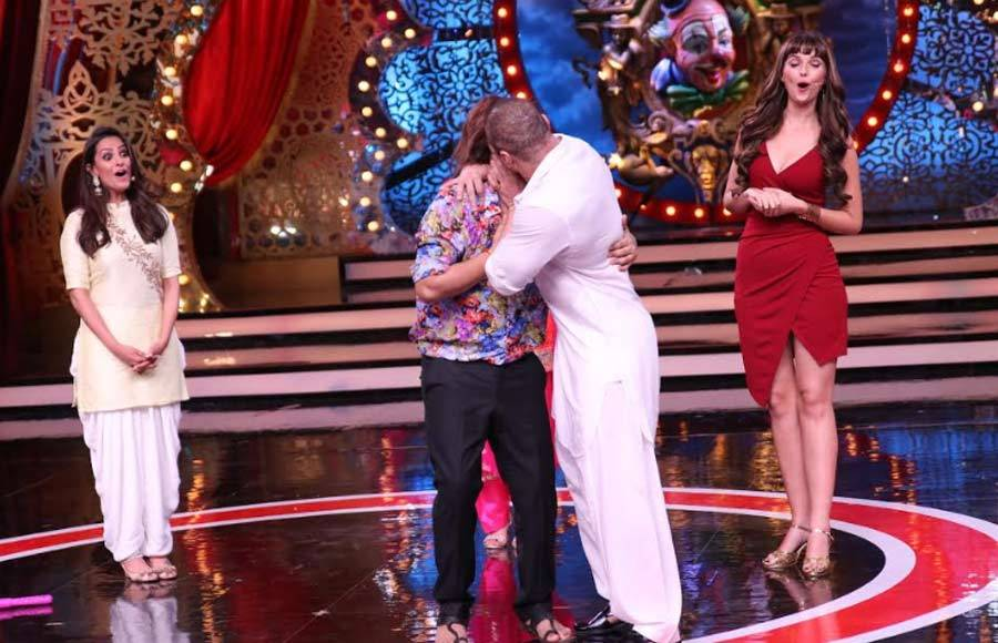 Love-Yatri promotions on the sets of  Comedy Circus