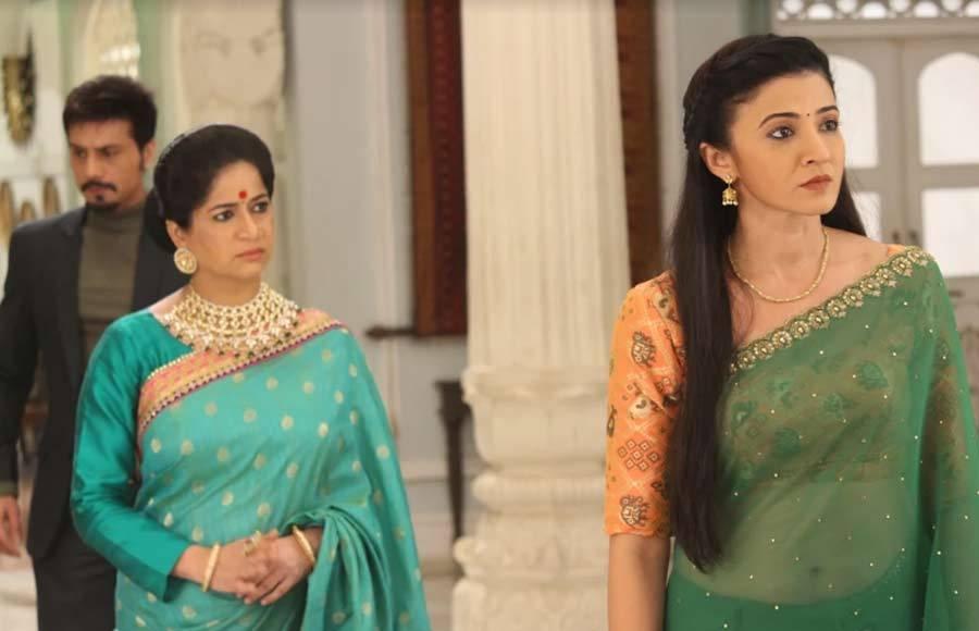 Aap Ke Aa Jane Se team colour-coordinate this Navratri