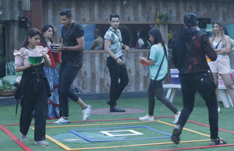 Captaincy task creates estranged environment in Bigg Boss 12 house