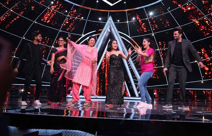 Kumar Sanu and Patiala Babes cast on Indian Idol