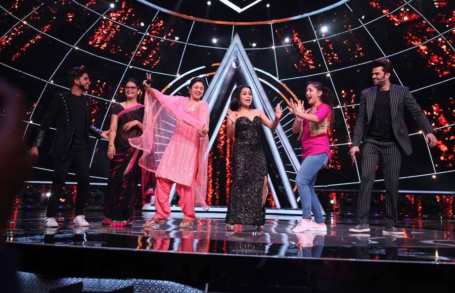 Kumar Sanu and Patiala Babes cast on Indian Idol