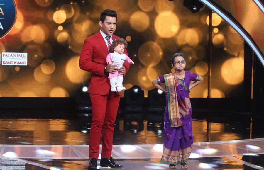 Raveena Tandon and  Udit Narayan have a gala time on Sa Re Ga Ma Pa
