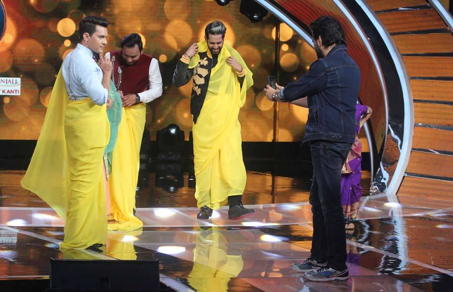 Raveena Tandon and Udit Narayan have a gala time on Sa Re Ga Ma Pa