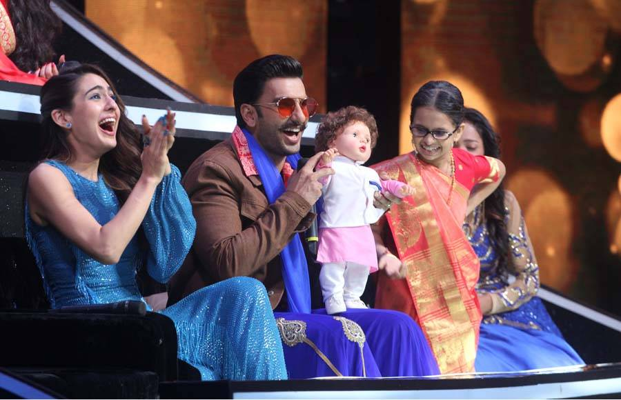 Ranveer Singh and Sara Ali Khan grace the sets of Sa Re ga Ma Pa