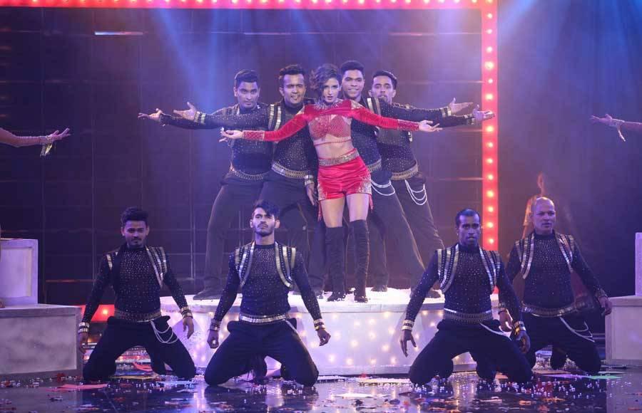 Tribute to Shahrukh Khan on Dance+ 4