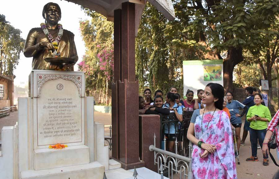 Amrita Rao dons Meenaitai Thackeray's look to promote Thackeray