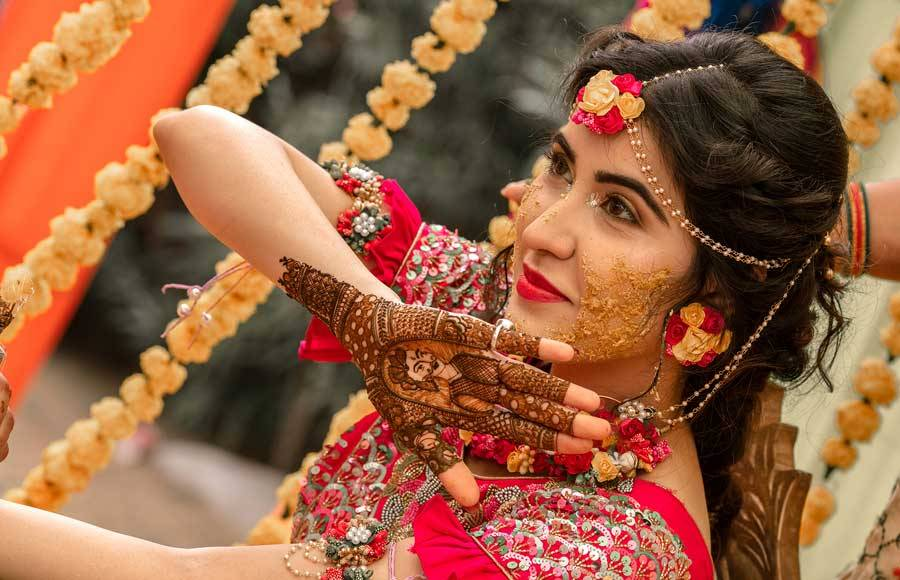 Take a look at Rohit Purohit- Sheena Bajaj's haldi and Mehendi pictures