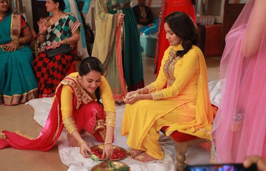 Randeep has a 'Haldi wali Holi' moment on the sets of Yeh Un Dinon Ki Baat Hai