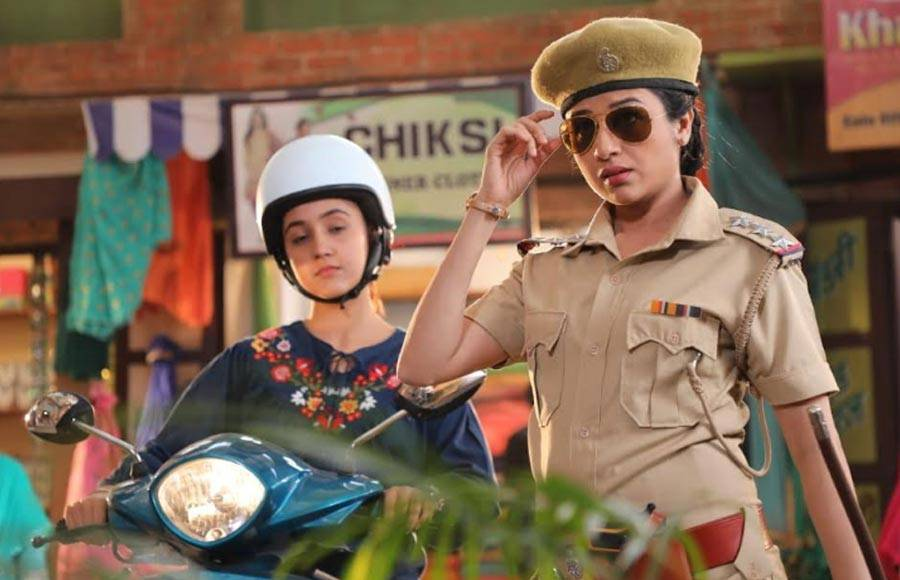 Paridhi Sharma rocks the look of a cop in Patiala Babes