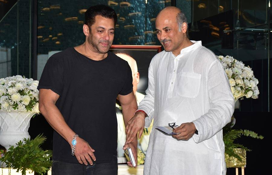 Shri Rajkumar Barjatya's prayer meet at Sahara Star